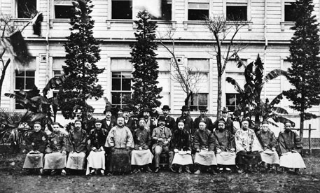 Welcoming a Chinese education mission to Kobun Gakuin in July 1902.