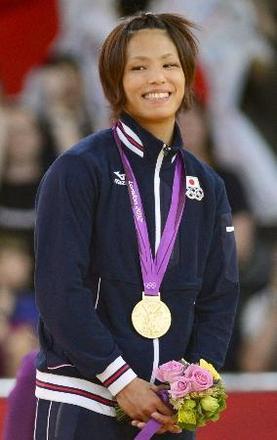 柔道女子57キロ級で優勝した松本薫=30日、エクセル(共同