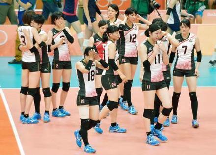 準々決勝で米国に敗れ、肩を落とす荒木(11)ら日本=リオデジャネイロ(共同)
