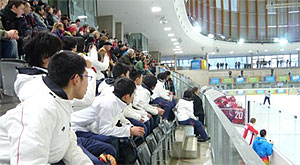 Watching scenes of competition (Ice hockey)
